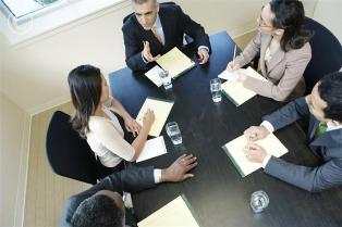 business_meeting_42-16491891 Эффективные методы продаж: если клиент сомневается в покупке товара