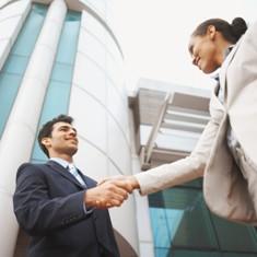 shanking-hands Как зарабатывать деньги на продаже недвижимости