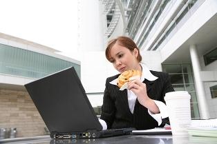 screen-eating_101216-02 О вреде еды в состоянии эмоционального возбуждения