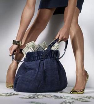 girls-money-woman Кредит наличными: быстро, выгодно и очень удобно?