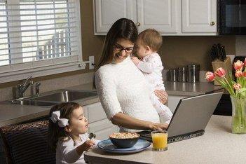 1323355661_domrabotnica Работа для молодой мамы в сети: Какая она?