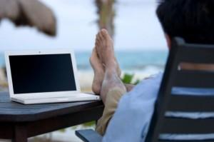 laptop-tehnologie-vacanta-550x366-300x199 Как найти дополнительную работу в сети?