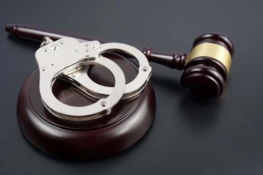 ugolovnyye_dela_pomoshch_advokata Помощь уголовного адвоката - законность происходящего будет соблюдена