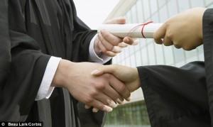 article-2306612-1935116F000005DC-925_634x380-300x179 Зачем нужно высшее образование в России? – часть вторая