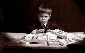 malchik_dengi-300x186 Дети и деньги: Встречу запрещать или поощрять?