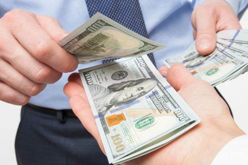 diy-injury-lawyer-money-pocket-1500x1000-1024x683 Получить кредит: полезные и эффективные советы