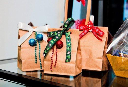 topshowmen-novosti-c161223020415 Где купить новогодний подарок коллеге