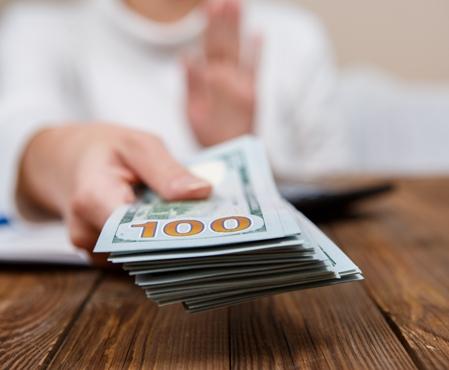 bigstock-Hands-of-person-proposing-mone-188761387 Как максимально просто оформить кредит
