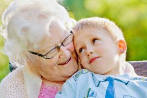 fbdc97deeb0067456356c3d88f93bc6b-300x200 Как установить границы в бабушкиной любви