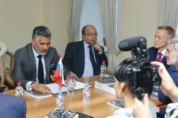 3-1 Презентация книги «Альтернативный глобализационный сценарий» в посольстве Маврикии. Время Агапе.
