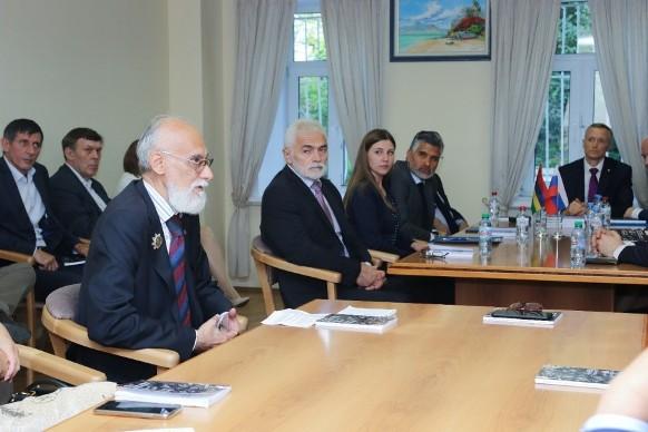 6 Презентация книги «Альтернативный глобализационный сценарий» в посольстве Маврикии. Время Агапе.